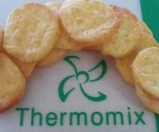 Recipe 4 Ingredient Cheese Crackers by MTR My Thermie Rules, learn to make this recipe easily in your kitchen machine and discover other Thermomix recipes in Baking - savoury. Lunch Box Recipes, Baby Food Recipes, Snack Recipes, Lunchbox Ideas, Thermomix Bread, Thermomix Desserts, Cheese Cracker Recipe, Savoury Slice, Bellini Recipe