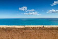 Con estas vistas increibles te deseamos un #FelizMiércoles de veranito ☀ Apartamentos acantilados.  #PuebloAcantilado #PuebloAcantiladoSuites #ElCampello #Apartamentos #Resort #Suites #Vacaciones #Casasdecolores #CostaBlanca  #EsMediterraneo