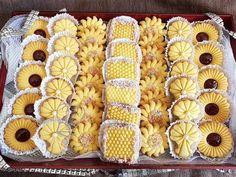 Sablés à la Poudre à Flan algerien - YouTube Eid Cookies Recipe, Shortbread Cookies, Baking Recipes, Cookie Recipes, Moroccan Couscous, Biscuits, Pasta, Diy Hair Bows, Home Food