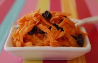 Carrot raisin salad (weelicious kid-friendly recipe)Pretty easy and tasty, too! Still can't convince the eldest girl to eat raisins. Ree Drummond, Kid Friendly Dinner, Kid Friendly Meals, Easter Recipes, Baby Food Recipes, Recipes Dinner, Chicken Recipes, Kid Recipes, Paula Deen