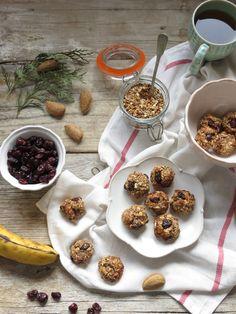 snacks de banana, aveia e frutos secos