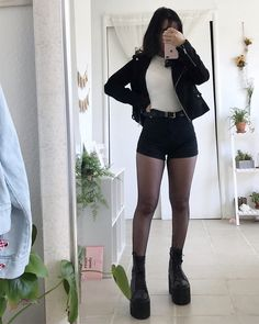 ideas for style vestimentaire femme gothique Edgy Outfits, Korean Outfits, Mode Outfits, Girl Outfits, Fashion Outfits, Cute Grunge Outfits, Korean Clothes, Summer Outfits, Fashion Ideas