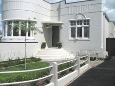 Art deco house with simple entry garden Art Deco Decor, Art Deco Home, Art Deco Design, House Landscape, Landscape Design, Garden Design, Classic Architecture, Modern Architecture, Front Gardens
