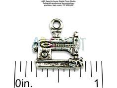#Charm en #Metal color #Plata antigua #MáquinaDeCoser #SewingMachine de15mm. Bolsita con 5, Código: SMAS15