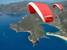 Fly like an eagle over Albania with the paragliding specialists for a special experience.