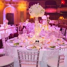 Ask your favorite local rep about this overlay!! A summer wedding at The Fillmore in downtown Detroit for Andrea and Mark. #whitewedding #thefillmoredetroit #citywedding #detroitwedding #nmbphoto #thepetallady #mylinenhero #📷 @thepetallady #linenherolocal #linenhero #thinkpink🎀