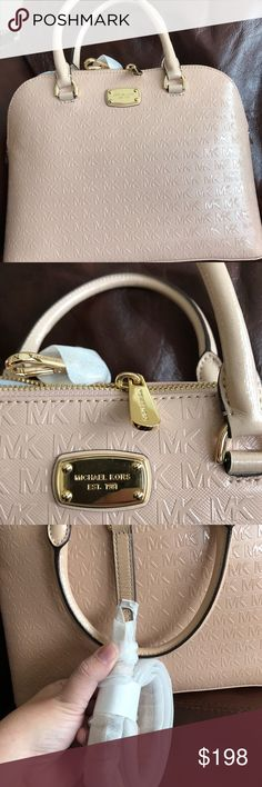 """🔥🔥PRICE DROP‼️NWT Michael Kors lg dome satchel BRAND: 100% Authentic MICHAEL MICHAEL KORS CONDITION: 100% NEW WITH TAGS STYLE: LG Dome  Satchel COLLECTION: CINDY MODEL: 38H7YCPS3A MATERIAL: Luxurious Quality PVC With Genuine Leather MAIN COLOR: OYSTER DIMENSIONS: 12 1/2"""" (L) x 9 1/2"""" (H) x 5"""" (D) Zip Closure Yellow Gold Tone Hardware Double Handles With 5"""" Drop, Shoulder Strap With 18"""" Drop Fully Lined Interior (Quality Signature Fabric) 1 Zip Pocket, 3 Slip Pockets 1 Cellphone Pocket NO…"""