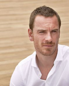 Michael Fassbender is the absolute symbol of what is called MALESEXUAL , very different from the previous style in vogue as Metrosexual.El Malesexual is a very masculine and very free-spirited man only cares of elegance and formality only when the occasion requires it .Ama extreme sports , is very casual in dress and walking in his life, he is able to walk down the street naked feet, is spontaneous, explosive laugh and smile, likes to dance per game , likes rock & roll but not commercial…