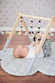 Baby Gym Toys Monochrome Gym Toys (en) Scandi Nursery Decor Scandi Nursery (en) Baby Toys New Mom Gift (English) New Baby Gift – Baby Room Baby Toys, Baby Play, Bebe Gym, Wood Baby Gym, Diy Baby Gym, Baby Activity, Scandinavian Nursery Decor, Diy Bebe, Play Gym