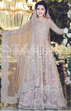 Valima bride ( photography by umair ishtiaq ) - Wedding Dresses 2019 Best Brindal Bridal Mehndi Dresses, Asian Bridal Dresses, Walima Dress, Desi Wedding Dresses, Indian Bridal Outfits, Bridal Dress Design, Party Wear Dresses, Bridal Lehenga, Trajes Pakistani