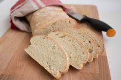 Ett grymt gott bröd som du snabbt och enkelt slänger ihop med få ingredienser. På bara en timme har du ett nybakat bröd serverat. Inget ska knådas eller jäsas långa stunder och JA brödet smakar underbart! Perfekt när du snabbt vill ha ett gott bröd till frukost eller som tillbehör till maten. Billigt och gott … Vegan Bread, Bread Recipes, Food And Drink, Ska