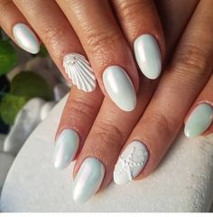 Just because you are opting for white nails doesn't mean they should be plain and boring. Here are white nail designs that aren't so boring. Round Nail Designs, Beach Nail Designs, White Nail Designs, Elegant Nails, Stylish Nails, Trendy Nails, Round Nails, Oval Nails, Summer Acrylic Nails