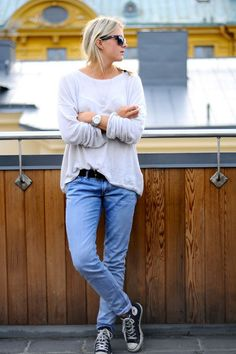 my style! slouchy tee, jeans, and converse chucks! Casual Chic, Style Casual, Casual Outfits, Fall Outfits, Converse Gris, Converse Style, Converse Sneakers, Converse High, Style Désinvolte Chic