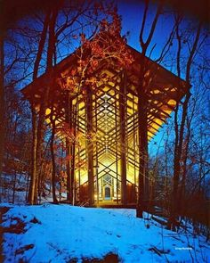 Beautiful Thorncrown Chapel nestled in the Ozark Mountains in Arkansas. How amazing would a wedding be here?? <3