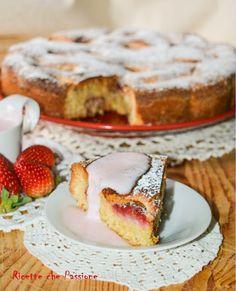 Torta fragole e mandorle, con una fresca e leggera crema di fragole