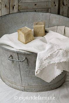 Zinc on pinterest watering cans galvanized buckets and buckets - Objets vintage en ligne ...