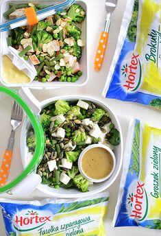 Podwójna zielona sałatka pudełkowa (do pracy lub szkoły) na drugie śniadanie i obiad - MniamMniam.pl Seaweed Salad, Fresh Rolls, Curry, Lunch Box, Cooking, Ethnic Recipes, Food, Diet, Kitchen