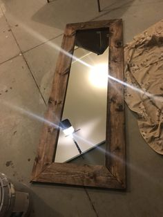 How to Build a DIY Wood Mirror Frame – The Holtz House – framepicture Barn Wood Mirror, Reclaimed Wood Mirror, Wood Framed Mirror, Diy Mirror, Rustic Wood, Pallet Mirror Frame, Framing Mirrors, Floor Mirrors, Barn Wood Frames