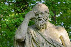 Sokrates, považovaný za jedného zo zakladateľov západnej filozofie, bol vyhlásený za najmúdrejšieho človeka na svete. Keď toto označenie počul on sám, vyhlásil ho za nepravdivé.