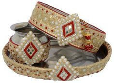 Grab the best and unique handpicked designs for your Karwa Chauth puja thali. For all the busy moms, this your one-stop solution to make your Karwa Chauth thali colorful, vibrant, distinctive and special from the previous years. Men's Summer Fashion Trends, Latest Fashion Trends, Karwa Chauth Gift, Indian Parenting, Thali Decoration Ideas, Home Design 2017, Festival Decorations, Simple Designs, Marie