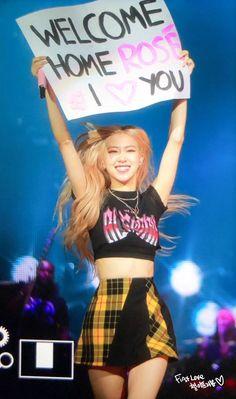Your source of news on YG's biggest girl group, BLACKPINK! Kim Jennie, K Pop, My Girl, Cool Girl, Melbourne, Foto Rose, Rose Bonbon, Mode Kpop, Blackpink Members