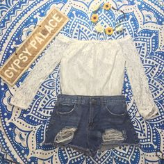 White Lace Top Brand new! Cute off the shoulder look! Tops