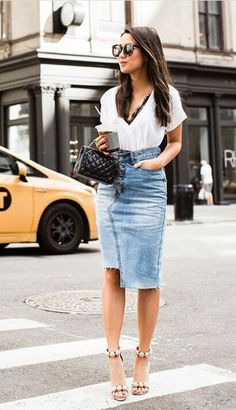 30 Days of Outfit Ideas: How to Style a Denim Skirt - Nada Manley - BeautyMommy Denim Pencil Skirt Outfit, Denim Skirt Outfits, Jean Pencil Skirt, Denim Skirt Outfit Winter, Mode Outfits, Casual Outfits, Summer Outfits, Jean Diy, Denim Fashion
