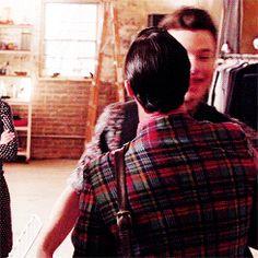 I love that quick kiss on his cheek that Blaine gave to Kurt.