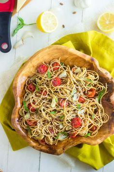 Artichoke Pasta Salad with Lemon Vinaigrette {Whole Wheat + Super Simple} - Food Faith Fitness #PompeianVarietals #AD