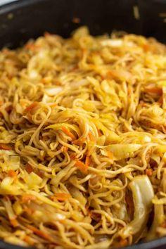 Ramen Noodle Cabbage Stir Fry Recipe - Build Your Bite - Healthy meals - Asian Recipes Tofu Stir Fry, Vegetarian Stir Fry, Asian Stir Fry, Veggie Stir Fry, Vegetarian Recipes, Cabbage And Noodles, Pork And Cabbage, Cabbage Stir Fry, Fried Cabbage