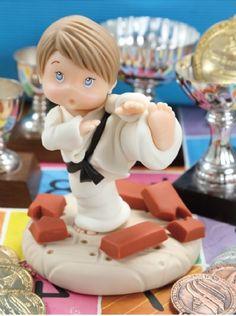 Adorno Karateca #Porcelana Fria descarga el paso a paso en www.eviadigital.com #fichas #patrón #diy