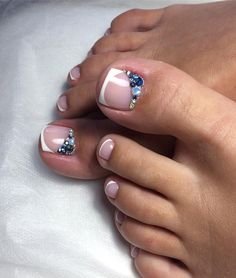 Pedicure Nail Art Design, If you've got hassle decisive that color can best suit your nails, commit to mirror this season or your mood! Pedicure Designs, Pedicure Nail Art, Toe Nail Designs, Toe Nail Art, French Pedicure, Pretty Toe Nails, Cute Toe Nails, French Toe Nails, French Toes