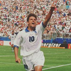 Happy 50th birthday to Roberto Baggio! Regarded by many as the best Italian player of all time, the brilliant playmaker appeared in three FIFA World Cups:at Italy 1990, where La Squadra Azzura finished third, USA 1994, where he scored five times as Italy finished second, and France 1998, where the Italians lost to hosts France in the quarter-finals.  #HappyBirthday #TantiAuguri #Baggio #WorldCup #Italy #Italia #Azzurri #IlDivinCodino @azzurri @acffiorentina @juventus @acmilan…