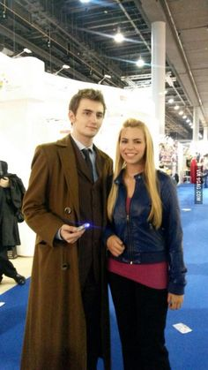Rose and the Doctor. Best cosplay ever Rose Tyler Cosplay, Cosplay Outfits, Cosplay Ideas, Best Cosplay Ever, Rose And The Doctor, Doctor Costume, Billie Piper, Dr Who, Costumes