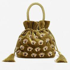 Самый модный аксессуар сезона: 9 маленьких сумочек из атласа, бархата и парчи | Журнал Harper's Bazaar