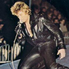 Tenues de scène de Johnny Hallyday— Tournée 79 Johnny Halliday, Laetitia, Hard Rock, Music Artists, Rock N Roll, Concert, Leather Pants, Blues, Photos