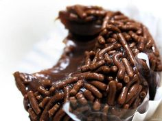I recently published a post on Brazilian desserts and there I mentioned Brigadeiro. Well, now the whole Street Smart Brazil team has gotten together to show you how to cook Brigadeiro! And, yes, we ate it all at the end :) Continue reading for our video. 13 Desserts, Dessert Recipes, French Desserts, Plated Desserts, Chocolate Truffles, Chocolate Fudge, Chocolate Powder, Chocolate Sprinkles, Dessert Chocolate