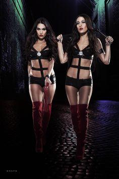 WRESTLING | Raw | SmackDown | WWE: The Bella Twins | Brie Bella & Nikki Bella