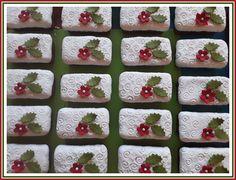 Mini Christmas fruit cakes