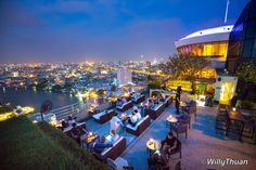 The Three Sixty Rooftop Lounge at Millennium Hilton Bangkok is a superb but rather under-appreciated rooftop bar, on the Chao Praya riverside. Bangkok Hotel, Rooftop Lounge, Rooftop Restaurant, Fraser Suites, Starting A Restaurant, Spa Bar, Go Guide, Contemporary Garden Design, Houses