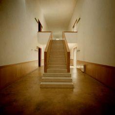 Departamento de Arquitectura da Universidade do Minho, Guimarães. Fernando Távora Mid-century Interior, Interior And Exterior, Stairway To Heaven, Radiators, Stairways, Exterior Design, Architecture Design, 55 Gallon, Mid Century