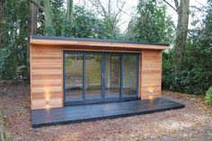 'The Crusoe Classic' - x Garden Room / Home Office / Studio / Summer House / Log Cabin / Chalet: modern Study/office by Crusoe Garden Rooms Limited Here you will find photos of interior design ideas. Get inspired! Backyard Office, Backyard Studio, Garden Office Shed, Outdoor Office, Summer House Garden, Home And Garden, Summer Houses, Chalet Modern, Garden Log Cabins