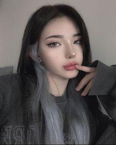 Korean Beauty Girls, Pretty Korean Girls, Edgy Makeup, Cute Makeup, Hair Color Streaks, Hair Highlights, Uzzlang Girl, Girl Face, Pelo Ulzzang