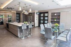 Amazing Kitchen Modern Kitchen Interiors, Luxury Kitchen Design, Kitchen Room Design, Diy Kitchen Decor, Interior Design Kitchen, Kitchen Tiles, House Extension Plans, Open Plan Kitchen Living Room, Cuisines Design
