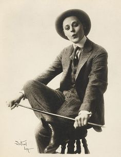Brilliant...Peggy Pearce, Comedic Actress in Silent Film.