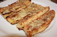 Nydelige crispy hvitløksbrød French Toast, Sandwiches, Snacks, Baking, Eat, Breakfast, Drink, Roll Up Sandwiches, Tapas Food
