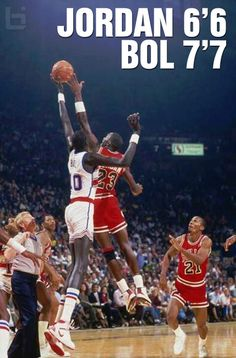 Michael Jordan and Manute Bol - Washington Bullets Michael Jordan Basketball, Ar Jordan, Michael Jordan Art, Michael Jordan Pictures, Basketball Legends, Sports Basketball, Basketball Players, Basketball Tickets, Basketball Quotes