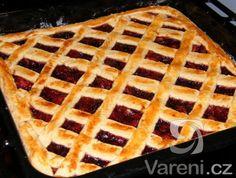 Výborný a jednoduchý koláč, co dělá maminka. Když jsem byla malá, pamatuji si, že jsem si často přála ten mřížkovaný. Výborný na smíchání zbytků marmelád. Eastern European Recipes, Czech Recipes, Something Sweet, What To Cook, No Bake Desserts, Waffles, Food And Drink, Pie, Sweets