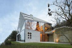 Pioniergeist: Das Haus besteht rundum aus einer monolithischen Raumschale aus 45cm dicken Dämmbeton | MBA/S Matthias Bauer Associates ©Roland Halbe, Stuttgart