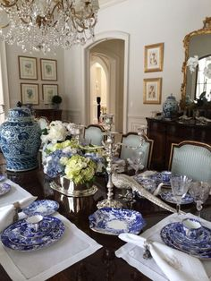 Setting a blue and white table. - The Enchanted Home - Home Decor Blue And White China, Blue China, Beautiful Table Settings, Blue Table Settings, Enchanted Home, Chinoiserie Chic, Elegant Dining, White Rooms, Decoration Table
